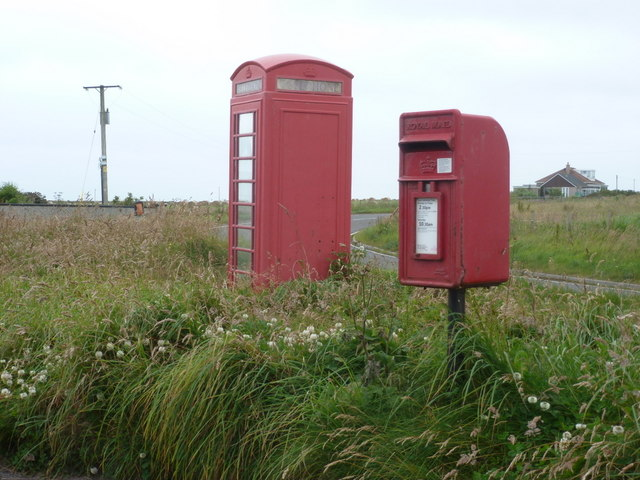 Huna: postbox № KW1 28 and phone box