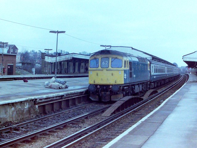 Class 33 at  Basingstoke Station, 1982