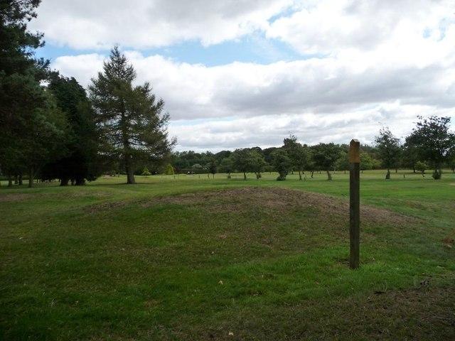 Crossing Garforth golf club by public footpath [2]