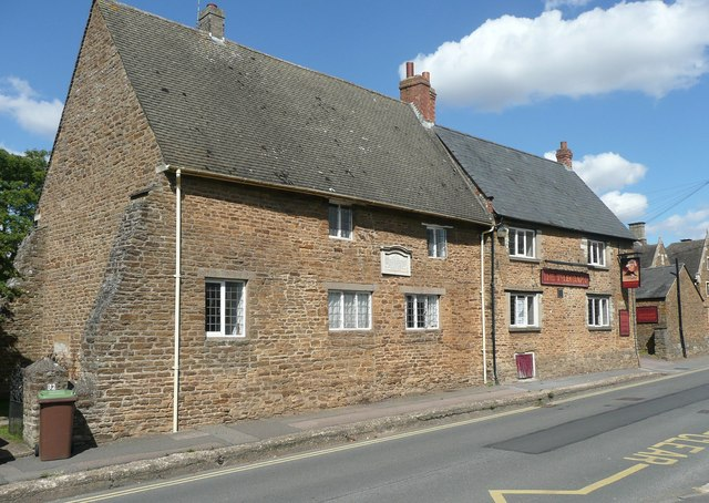 Carey Cottage and The Telegraph, Moulton