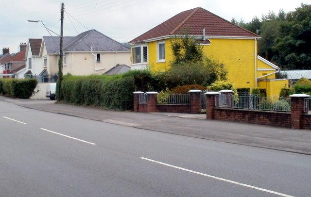Mellow yellow, Glynneath