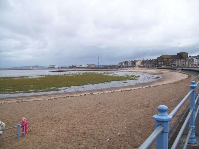 The promenade sweeps towards West End from Sandylands