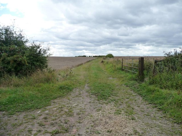 Footpath and farm track to Penda's Fields