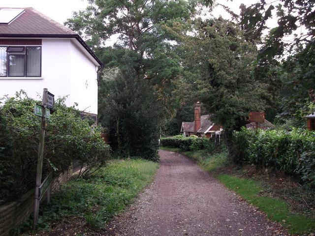 London Loop Link on Warren Wood Close