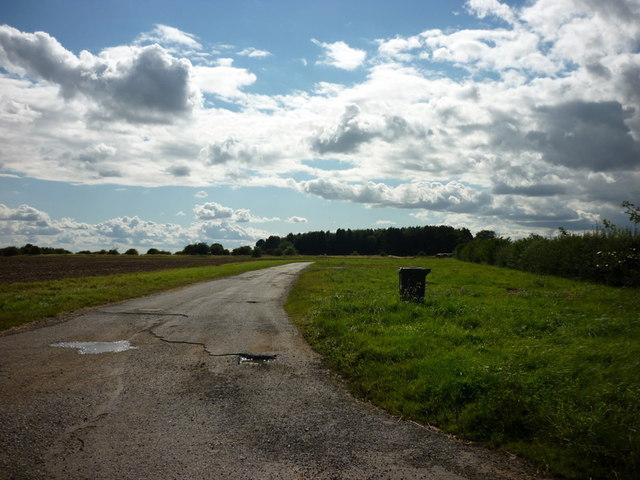 The way to Sixhills Walk Farm
