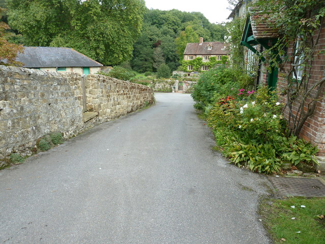 Cottages at the end of Mill Lane