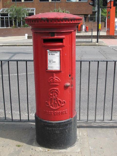 Edward VII postbox, Gladstone Parade, Edgware Road, NW2