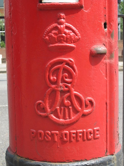 Edward VII postbox, Gladstone Parade, Edgware Road, NW2 - royal cipher