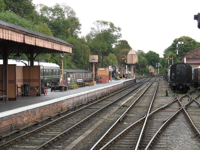 Bewdley station - island platform and south end