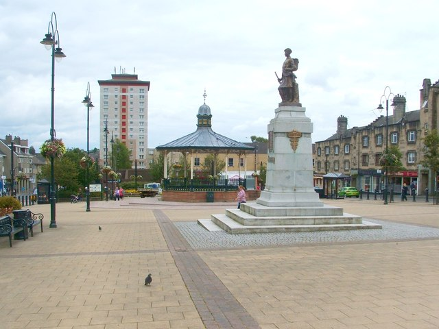 Houston Square, Johnstone