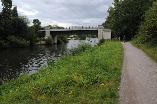 Eastern bridge over Desborough Cut