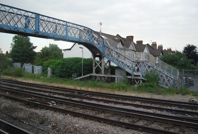 Railway footbridge, end of Trevor Rd