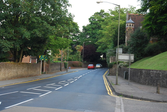 Portsmouth Rd, looking south towards St Catherines School