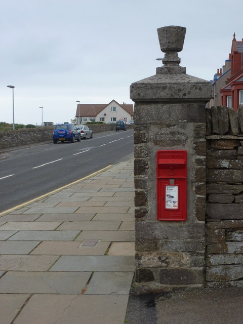 Kirkwall: postbox № KW15 18, Mount Drive