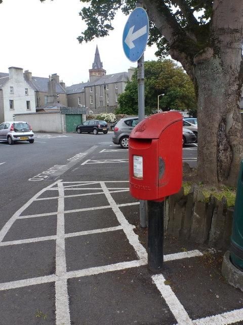 Kirkwall: postbox № KW15 131, Charles Street Car Park
