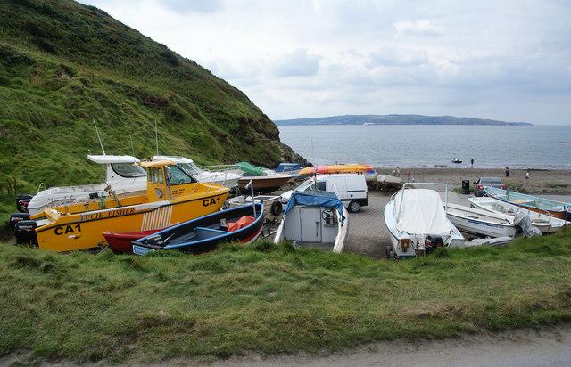Boats on the beach at Pwllgwaelod