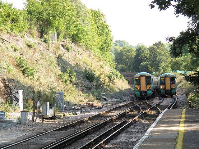 Woldingham Station: passing trains
