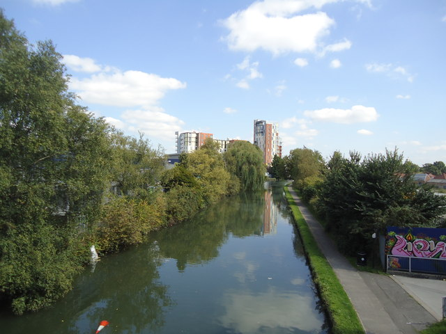 Grand Union Canal, Alperton