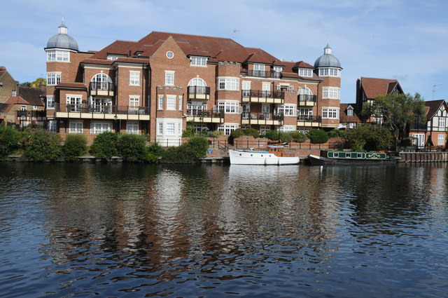 Apartments overlooking the Thames