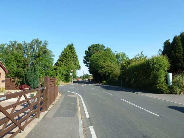 Approaching the junction of Nashe Way and Fareham Park  Road