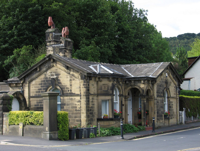 Bingley - gatehouse at bottom of Longwood Avenue