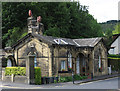 SE1040 : Bingley - gatehouse at bottom of Longwood Avenue by Dave Bevis