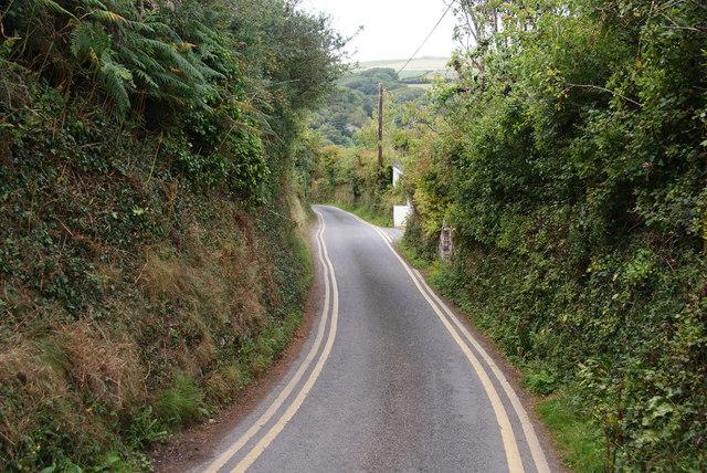 Lane down to Cwm-yr-Eglwys