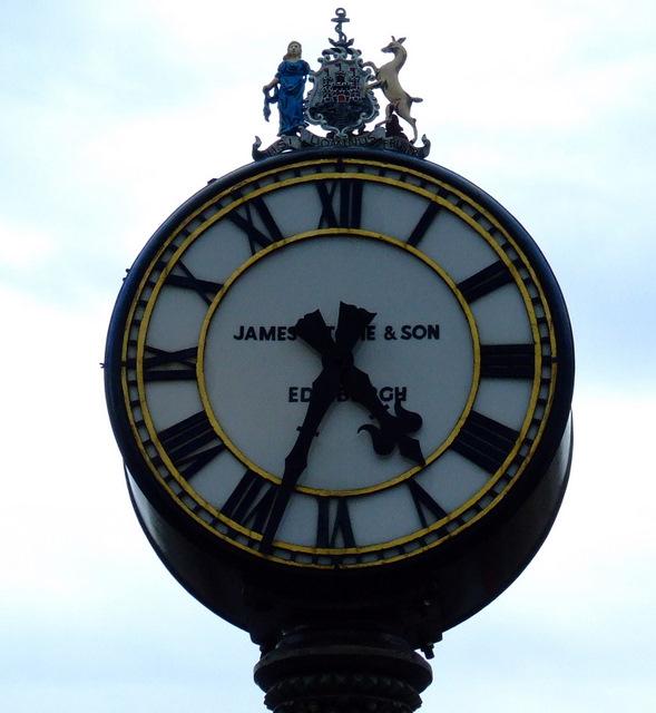 Tollcross clock
