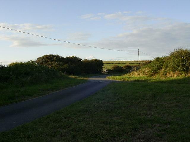 Minor road junction, near Tretio