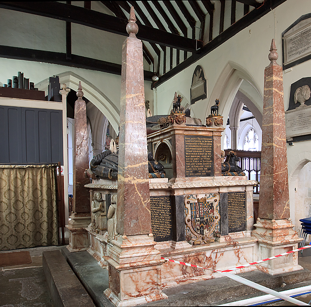 Wriothesley monument - St Peter's church, Titchfield (2)