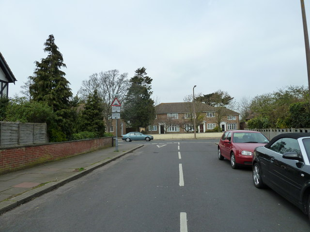 Approaching the junction of Nutbourne Road and St Lawrence Avenue