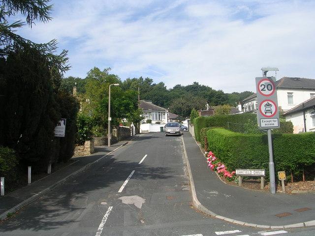 Oakfield Drive - Woodcot Avenue