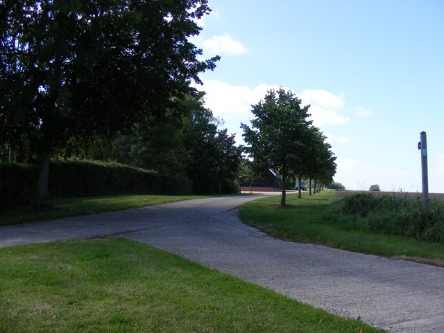 Footpath to Boardy Green & Entrance to Park Farm
