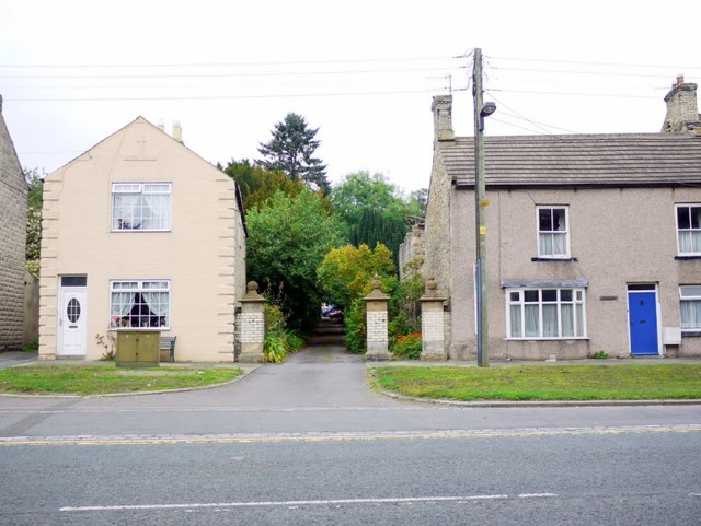 Entrance to drive between houses, West End