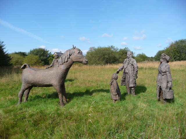 Roadside figures near Penuwch