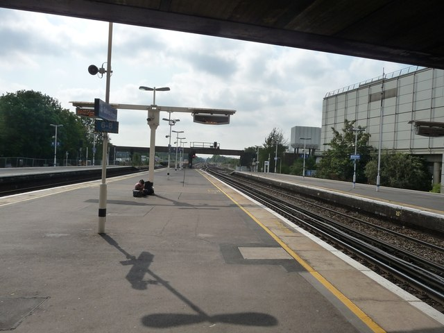 West Sussex : Gatwick Airport Railway Station