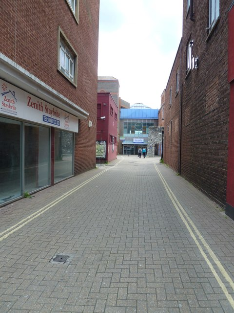 Path from Houndwell to the Bargate Shopping Centre