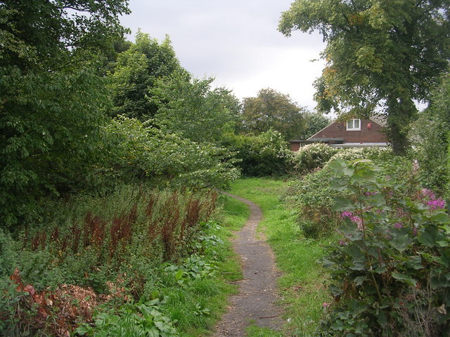 Footpath - Vicarage Avenue
