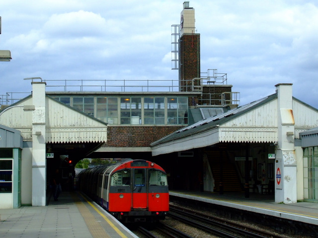 Boston Manor tube station