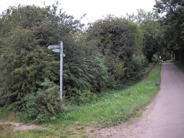 Footpath signpost, Valley Rd, Studham