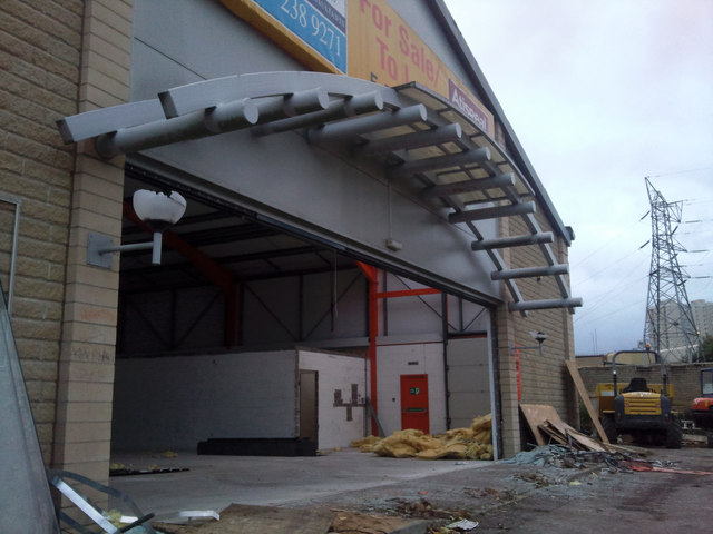 Demolition of former Floors2Go store, Halifax
