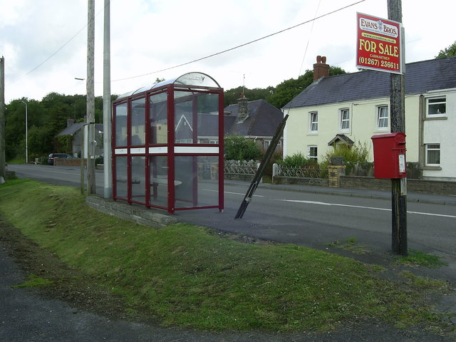 Bus shelter and postbox, Drefach