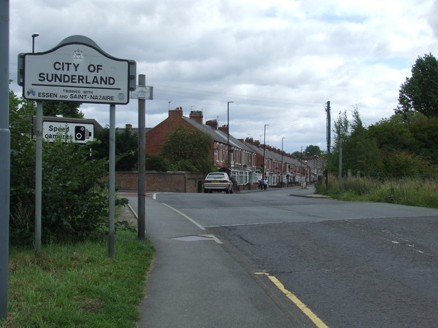 Fencehouses level crossing