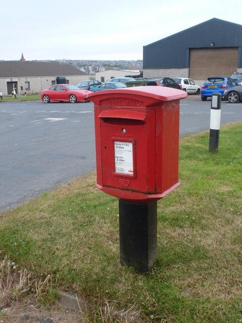 Kirkwall: postbox № KW15 84, Sparrowhawk Road