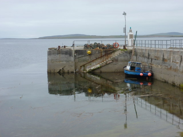Egilsay: boat moored at the pier