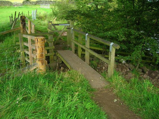 Footbridge and gate on Teesdale Way.