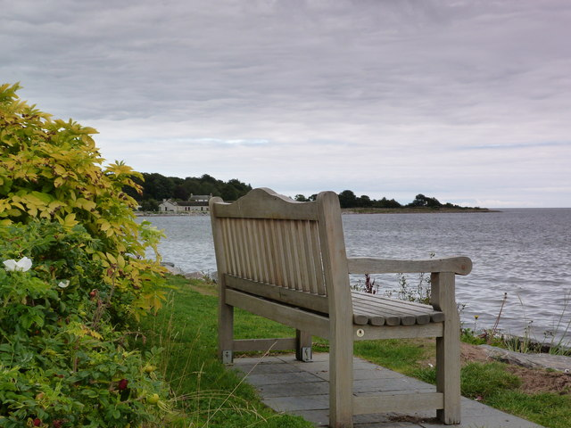 Bench by the shore, Golspie