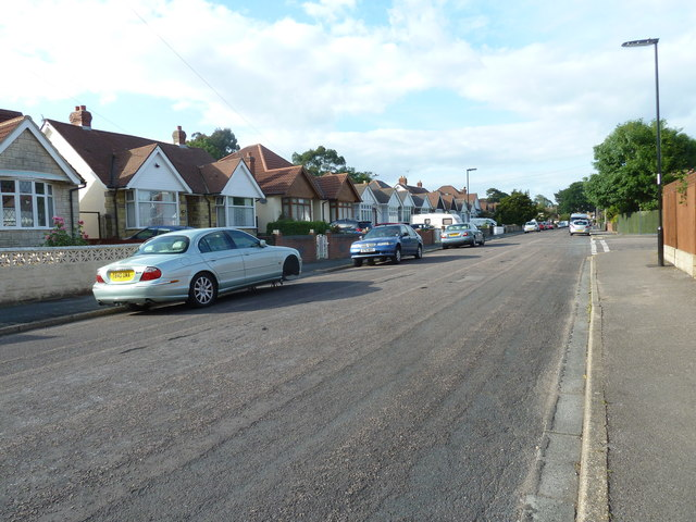 Approaching the junction of  Merridale Road and Elstree Road
