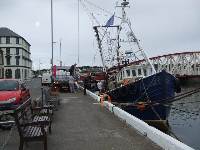 'Queenies' being unloaded Ramsey Harbour