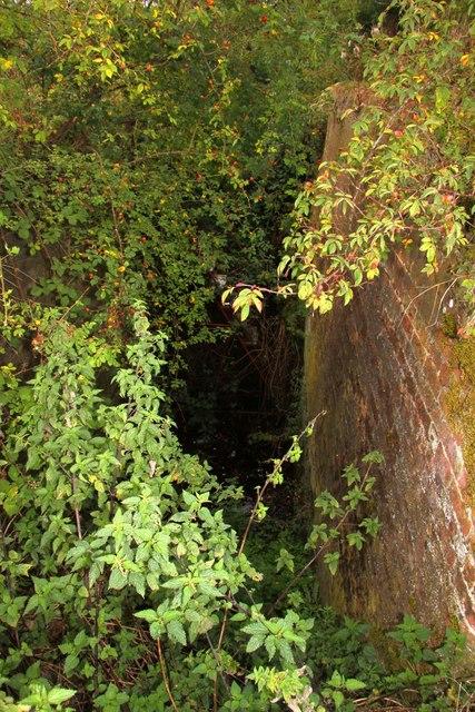 Dry lock chamber near Drayton